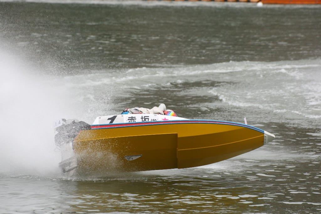 競艇選手 事故点や事故率で得点率に影響は出るが、転覆などは危険と隣り合わせ