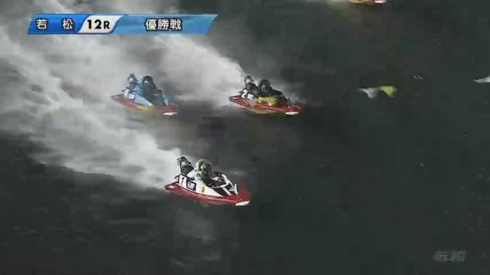 2020年G1ダイヤモンドカップ優勝戦 1周2マークで吉川元浩選手が迫るも耐える瓜生正義選手 ボートレース若松・競艇場