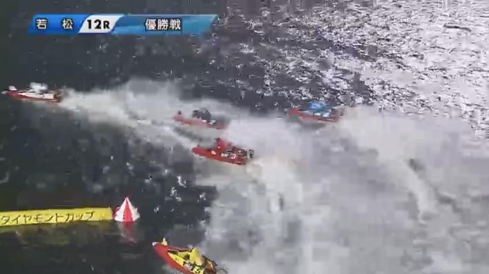 2020年G1ダイヤモンドカップ優勝戦 2周1マークで追い上げる松井繁選手 ボートレース若松・競艇場