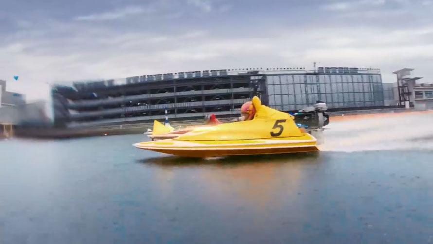 2020ボートレースCM『ハートに炎を。BOAT is HEART』第6話「ハートも骨抜き」篇 宣言通りレースで勝利するレナ 武田玲奈・田中圭・競艇CM