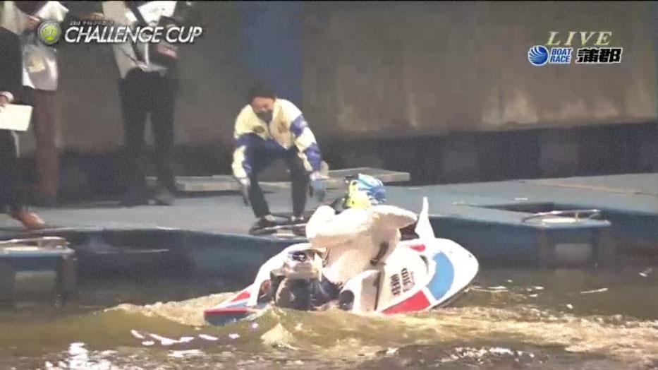 SG第23回チャレンジカップ優勝戦ピットで待つ桐生順平選手。ボートレース蒲郡・競艇