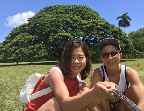 女子ボートレーサー出口舞有子(でぐちまあこ)選手と渡辺真奈美選手。愛知支部・競艇選手