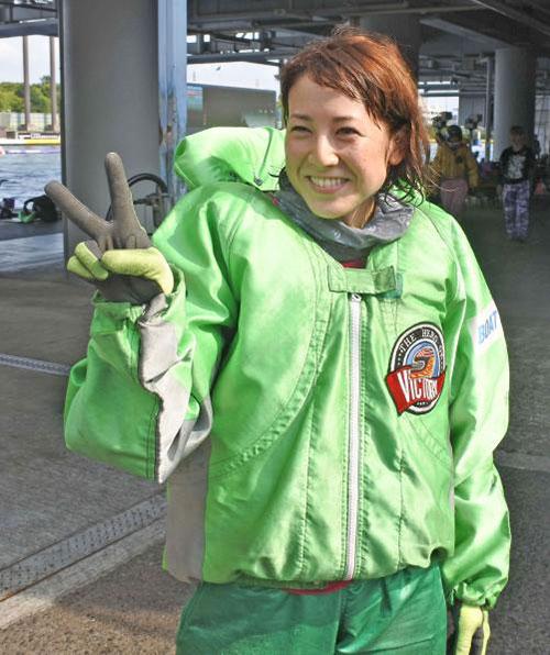 女子ボートレーサー孫崎百世(まごさきももよ)選手は遅咲きのレーサー。滋賀支部・競艇選手