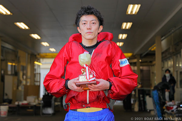 前田健太郎(まえだ けんたろう)選手が優出13回目でデビュー初優勝!福岡支部・ボートレース宮島・競艇