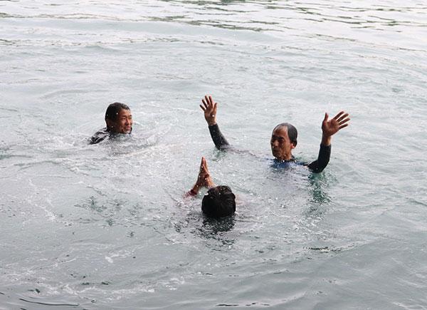 藤井定美選手が引退。水神祭で一緒に飛び込む中里英夫選手と高山秀雄選手。群馬支部・競艇選手・ボートレース浜名湖