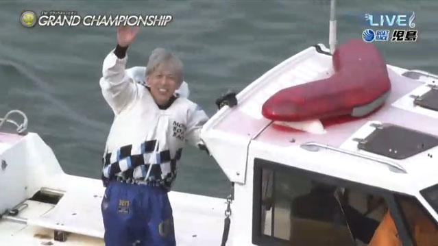 2021年SGグランドチャンピオン優勝の前本泰和(まえもと やすかず)選手のウィニングラン。広島支部・ボートレース児島・競艇