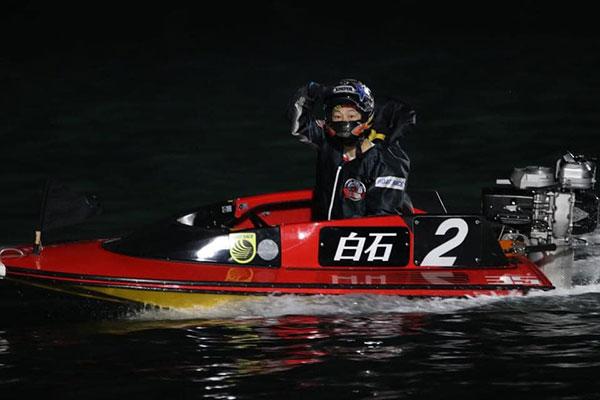 2020年12月16日、24場制覇を達成した白石健選手・記念盾・ボートレーサー・記録・競艇