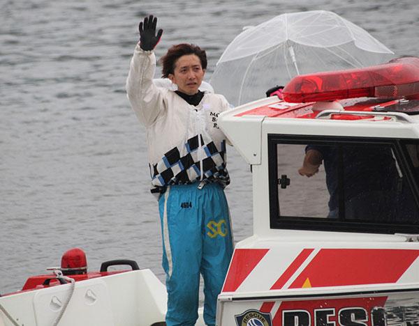 2021年G1福岡チャンピオンカップ優勝の前田将太(まえだ しょうた)選手のウィニングラン。福岡支部・ボートレース福岡・競艇