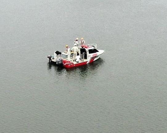 【とこなめボート】水没した支柱を引き上げるために水中に潜ったりもしたが、回収することはできず