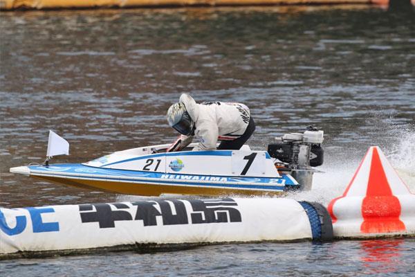 ボートレーサー鈴木唯由(すずき ただよし)選手が引退。ラストランは平和島で。群馬支部・競艇選手