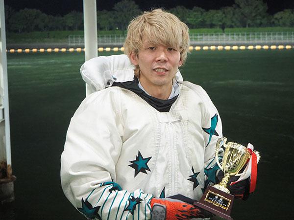 権藤俊光選手が約6年8ヵ月で悲願のデビュー初優勝!優出29回目。大阪支部・ボートレーサー・競艇